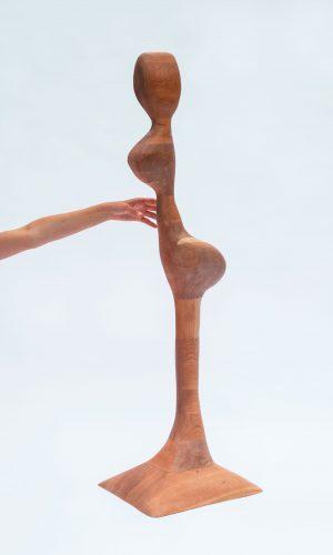 sculpture - contemporain - ébénisterie- création sur mesure- objet design- femme - bois -